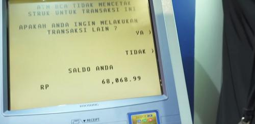 Billy Syahputra membongkar jumlah saldo dalam ATMnya. (Foto: YouTube/Uya Kuya TV)
