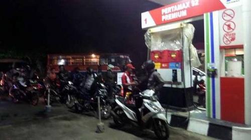 Isi bensin motor