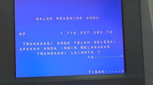 Setelah membuat Uya Kuya tertawa dengan saldo Rp68.000, Billy Syahputra membuktikan dia memiliki saldo di atas Rp1 miliar. (Foto: YouTube/Uya Kuya TV)