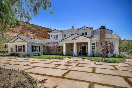 Kylie Jenner memiliki dua rumah mewah dengan belasan kamar yang berada di Beverly Hills dan Hidden Hills, California. (Foto: StyleCaster)