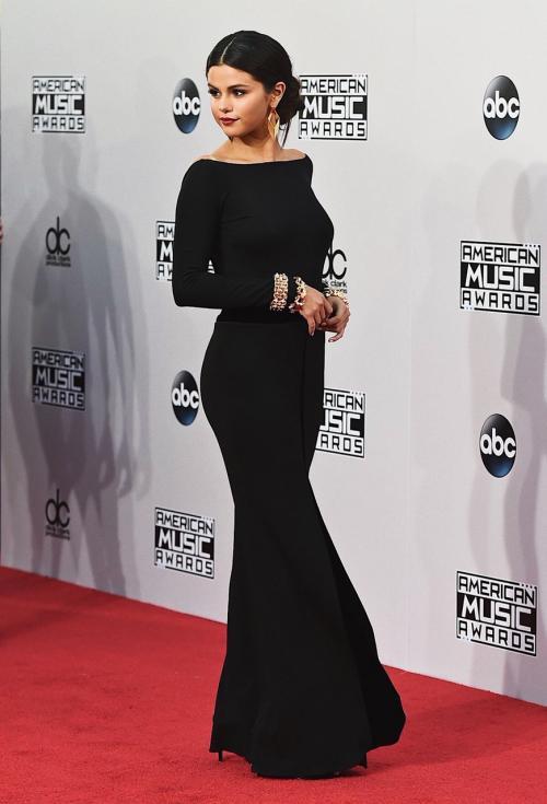 So, tampilan Selena Gomez di tahun mana yang paling membuat Anda jatuh cinta