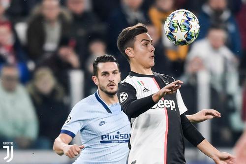 Aksi Dybala saat membela Juventus