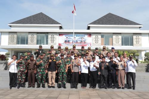 Panglima TNI dan Kapolri di Skow