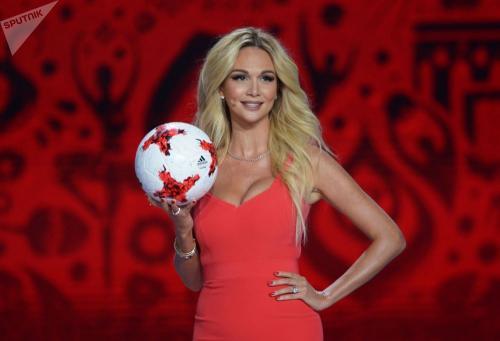 pembawa acara televisi adalah seorang duta besar resmi Piala Dunia FIFA 2018 di Rusia.