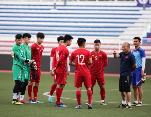 Timnas Vietnam U-22 menempati urutan pertama di Grup B