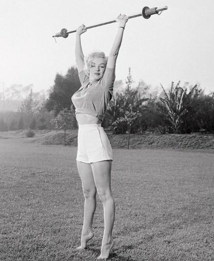 Selain diet, Marilyn Monroe hanya melakukan olahraga untuk mengencangkan payudaranya. (Foto: YouTube/Screengrab)