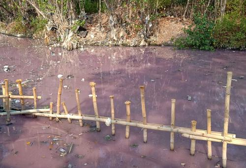 Sungai Ciberes Berwarna Merah Muda (Okezone-Fathnur Rohman)