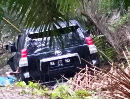 Mobil yang ditemukan di dasar jurang (Foto: Ist)