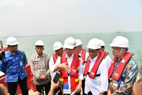 Jokowi ajak staf khusus milenial kunjungan ke Subang. (Foto: Laily Rachev/Biro Pers Setpres)