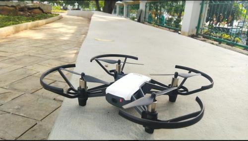 Drone memiliki spesifikasi dan harga yang berbeda-beda.