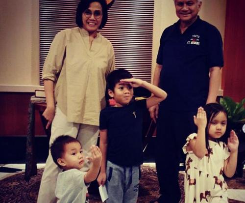 Sri Mulyani dengan Cucu