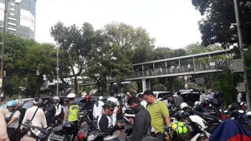 Lalu lintas kendaraan di kawasan Patung Kuda, Monas, macet dampak Reuni 212. (Foto: Achmad Fardiansyah/Okezone)