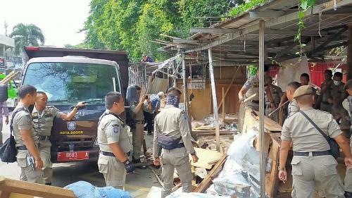 200 Lapak PKL Dekat Eks Taman Topi Bogor Dibongkar (foto: Okezone/Putra RA)