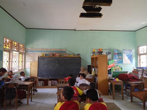 Ruang kelas SD rusak Foto: Elis Novit