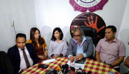 Komnas Perlindungan Anak memberikan surat rekomendasi untuk Karen Pooroe melaporkan suaminya kepada pihak berwajib. (Foto: Okezone/Vania Ika Aldida)