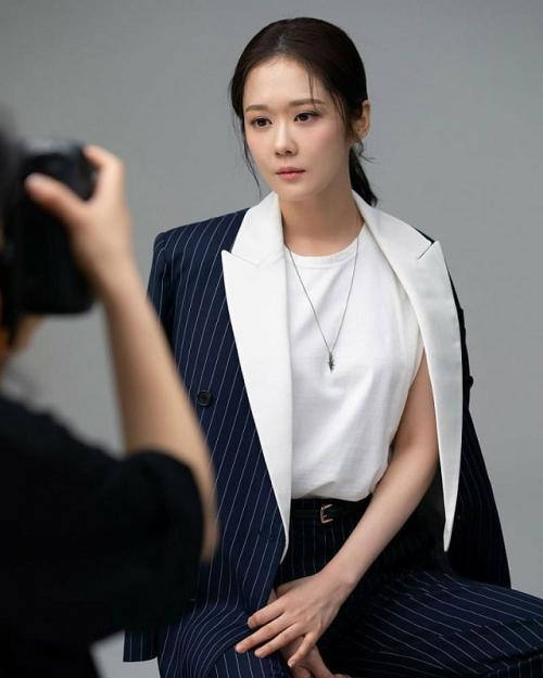 Jang Nara akan berperan sebagai Jang Ha Ri, perempuan lajang yang tak beruntung dalam hal asmara. (Foto: Hancinema)