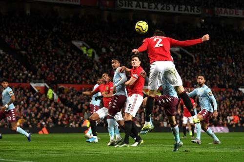 Suasana laga Man United vs Aston Villa