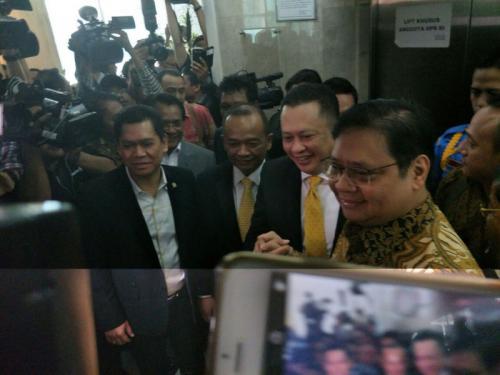 Airlangga Hartarto dan Bambang Soesatyo. (Foto: Dok Okezone/Harits Tryan Akhmad)