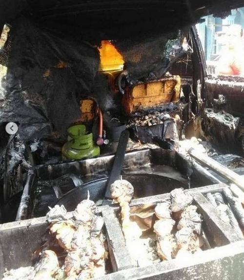 Kabin Toyota Avanza terbakar