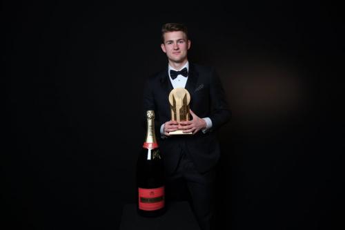 Matthijs de Ligt sabet trofi Kopa 2019