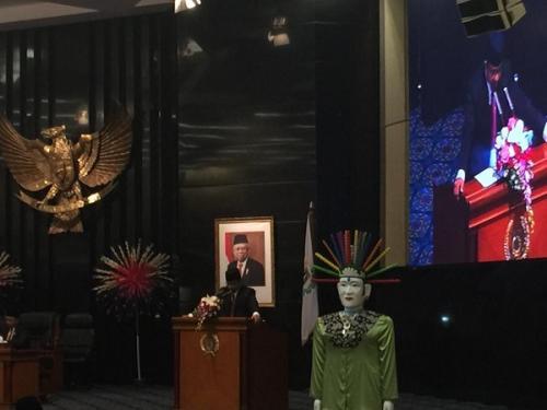 Anies Baswedan mengajukan RAPBD DKI Jakarta Tahun Anggaran 2020 dalam Rapat Paripurna DPRD DKI Jakarta, Selasa (3/12/2019). (Foto : Okezone.com/Fadel Prayoga)