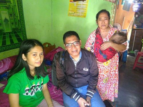 Dina Oktaviani (Baju Hijau), Diceraikan Suaminya Usai Melahirkan Bayi Berkebutuhan Khusus (foto: Istimewa)