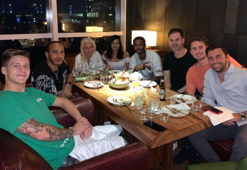 Fabio Quartararo makan malam di Dubai bersama Lewis Hamilton (Foto: Twitter/Fabio Quartararo)