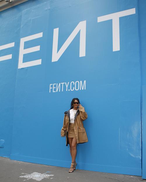 Fenty Beauty yang menjadi kesuksesan instan setelah produk mereka memenuhi semua warna kulit.