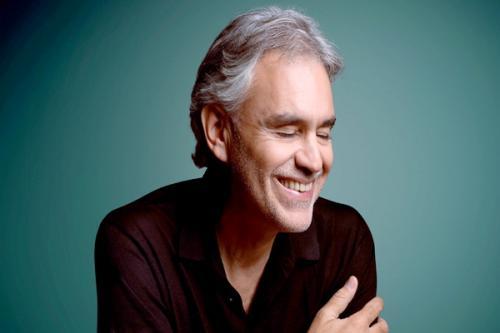 Penyanyi tenor asal Italia Andrea Bocelli juga dikenal sebagai salah satu tokoh dunia yang menyandang status disabilitas