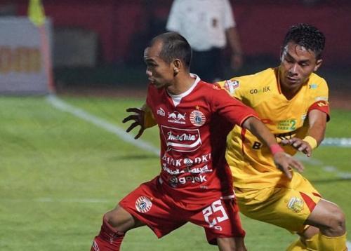 Riko Simanjuntak vs Bhayangkara FC (Foto: Twitter/@Persija_Jkt)