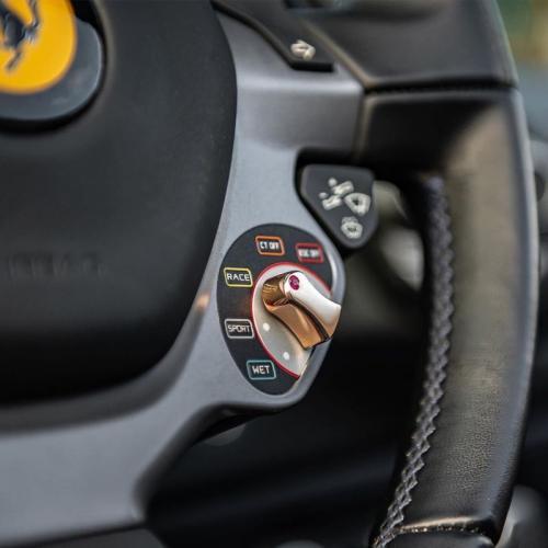 Modifikasi Ferrari gunakan emas asli
