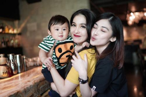 Kartika Dewi dan Sandra Dewi