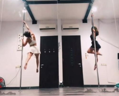 Gisella Anastasia memamerkan aksinya saat melakukan pole dance. (Foto: Instagram/@gisel_la)