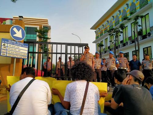Wartawan di Tangsel Gelar Aksi Pasca-Penganiayaan yang Dilakukan Oknum FBR di Balai Kota Tangsel (foto: Okezone/Hambali)