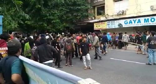 Dua Ormas Nyaris Bentrok Di Depan Kantor PCNU Solo di Jalan Honggowongso, Jayengan, Serangan, Solo. (ist)