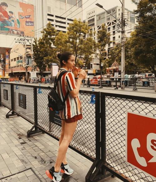 Jalan-jalan ke Bangkok, Putri Marino gayanya so colourful