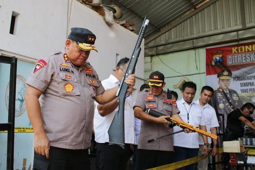 Polisi bongkar perakitan dan perdagangan senapan angin ilegal di Lumajang Terbongkar. (Foto: Syaiful Islam/Okezone)