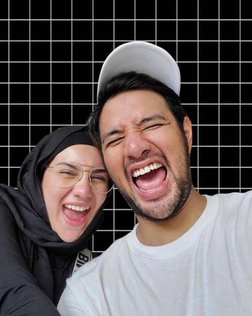 Irish Bella dan Ammar Zoni sepakat untuk berhijrah setelah kehilangan putri kembar mereka. (Foto: Instagram/@ammarzoni)