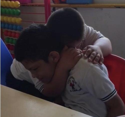 Dua anak laki-laki