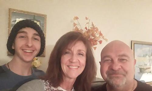 Namun, lima tahun yang lalu si ibu Kathy Desclefs, diketahui menderita limfoma non-Hodgkin.