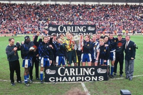 Man United raih Trofi Liga Inggris pada 1995-1996