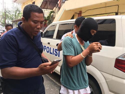 Tersangka WL yang Diduga Jadi Penadah Sepeda Motor Milik Wina Mardiani, Mahasiswi Universitas Bengkulu yang Tewas Dibunuh (foto: Okezone/Demon Fajri)