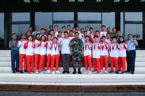 Panglima TNI bertemu atlet karate Foto Ist