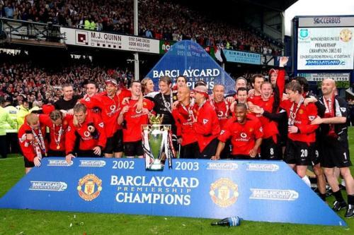 Man United saat raih Trofi Liga Inggris 2002-2003