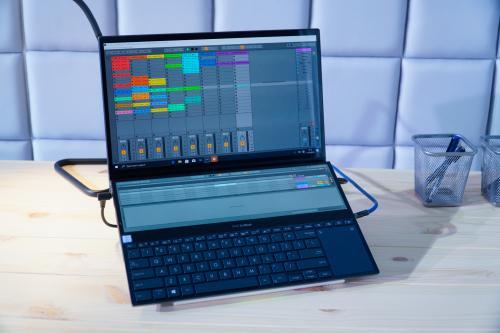 Asus memperkenalkan dua laptop terbaru yaitu ZenBook Pro Duo UX581 dan ZenBook Duo UX481.