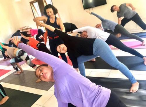 pelatih yoga wanda