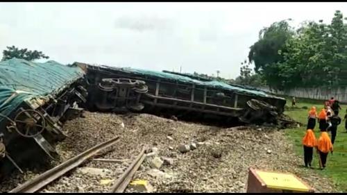 Kereta api terguling (Foto : Istimewa)