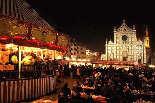 Pasar Natal yang terletak di kawasan Florence satu ini biasanya buka hingga 20 Desember.