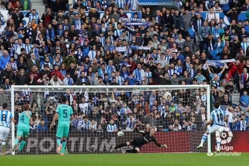 Suasana laga Real Sociedad vs Barcelona