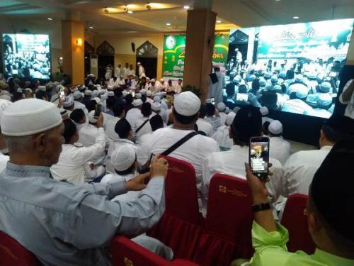 Warga Aceh di Jakarta gelar doa dan zikir kenang 15 tahun tsunami dan 3 tahun gempa Pidie Jaya di Masjid Raya Palapa Baitussalam, Pasar Minggu, Jaksel, Sabtu (14/12/2019) malam. (Foto : Okezone.com/Salman Mardira)
